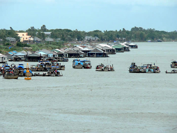 Chau-Doc-Floating-Village-